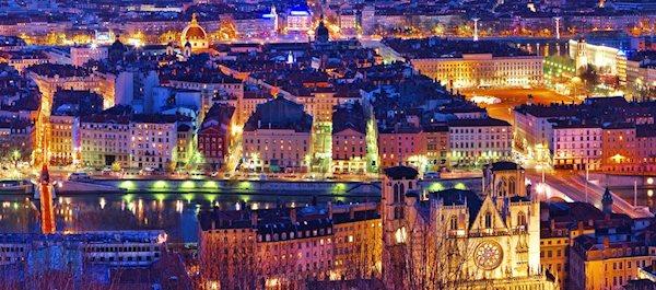 Pour votre voyage Lyon, comparez et trouvez un hôtel au meilleur prix.  Le Comparateur d'hôtel regroupe tous les hotels Lyon et vous présente une vue synthétique de l'ensemble des chambres d'hotels disponibles. Pensez à utiliser les filtres disponibles pour la recherche de votre hébergement séjour Lyon sur Comparateur d'hôtel, cela vous permettra de connaitre instantanément la catégorie et les services de l'hôtel (internet, piscine, air conditionné, restaurant...)