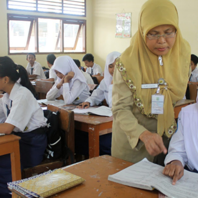 Jubir Istana: Jokowi Minta Pemberlakuan Sekolah Lima Hari Ditunda