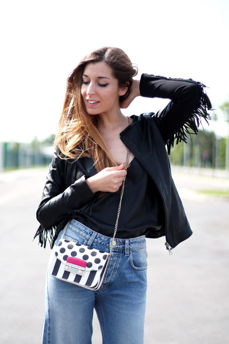 fashion blogger kaos moda outfit giacca pelle sfrangiata borsa furla