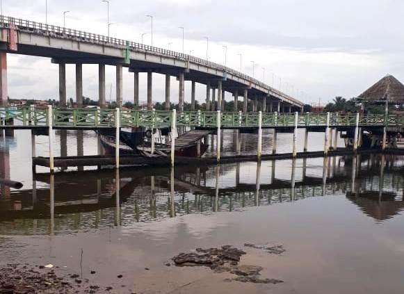 TURISMO INSEGURO: Idosos que faziam passeio turístico  ficaram feridos com a queda de um pier na foz do Rio Ceará