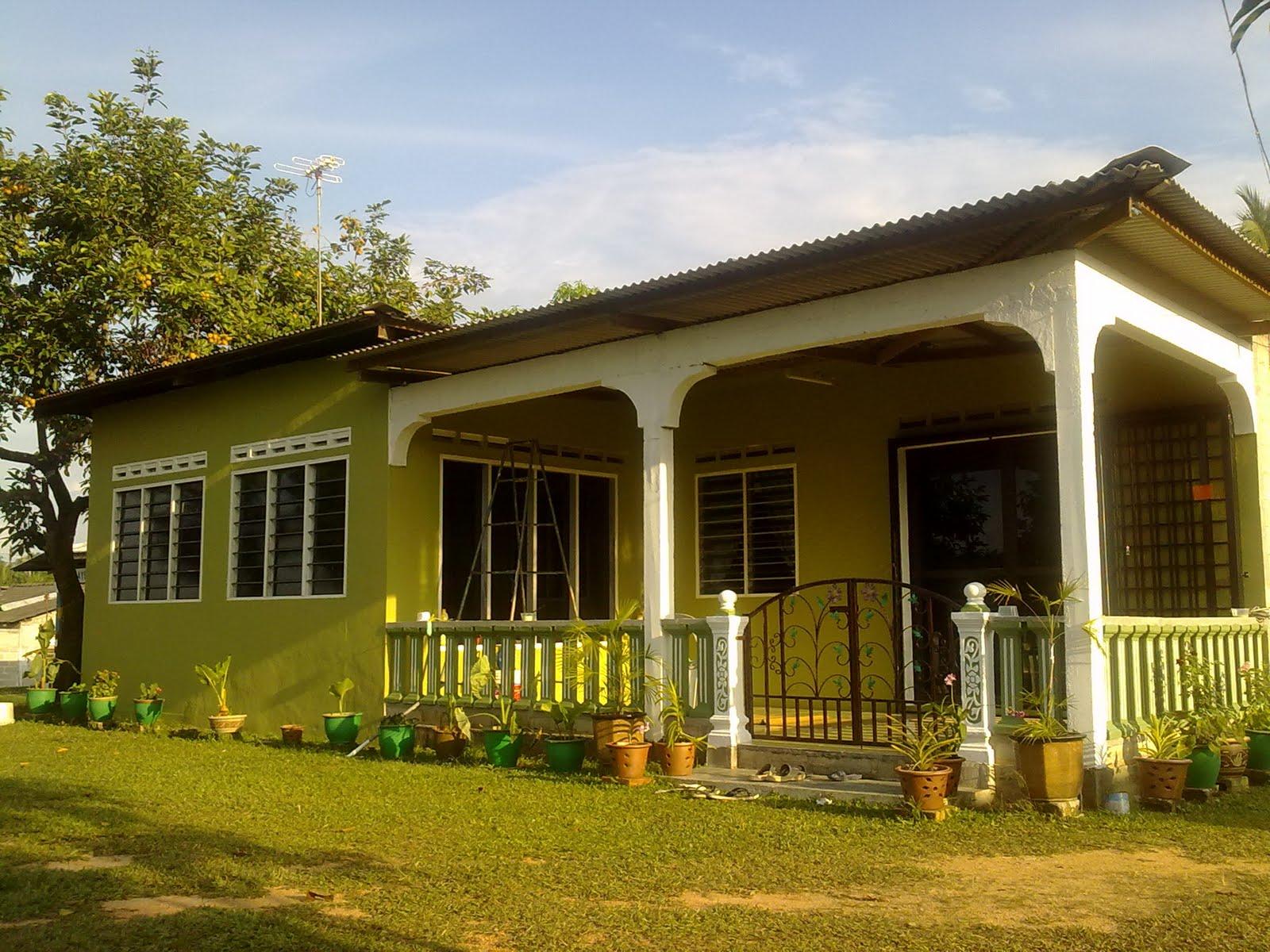 Rumah Depan Ni Bhg Luar Br Tahun Lepas Diplaster So Just Alas Warna Putih Je Dh Ade Kaler2 Tu Abah Jadi Teruja Tgok Rumahnye