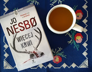 """Renifer, komary i krew, ale nie na śniegu. Recenzja """"Więcej krwi"""" Jo Nesbø."""