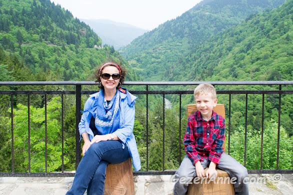 Zilkale'nin huzurlu ortamında oğlumla otururken, Rize