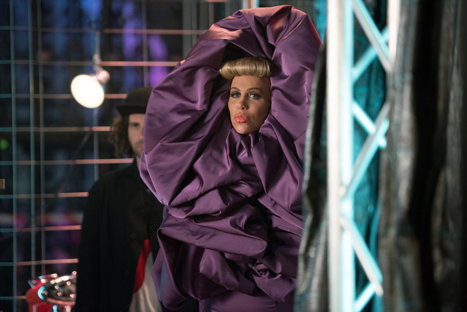 Fashion Villains Mugatu Alexanya Join Forces In Zoolander 2 Tendencies Kaos Jedi Saves Hitam S A Magnate So Cherished And Revered That She Appears To Float Instead Of Walk Walking Is Just Regular Dictates All Things