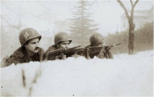 Brazilian soldiers of FEB in Porreta-Termi, Italy 1944-weapons 2 Grease guns and a Thompson