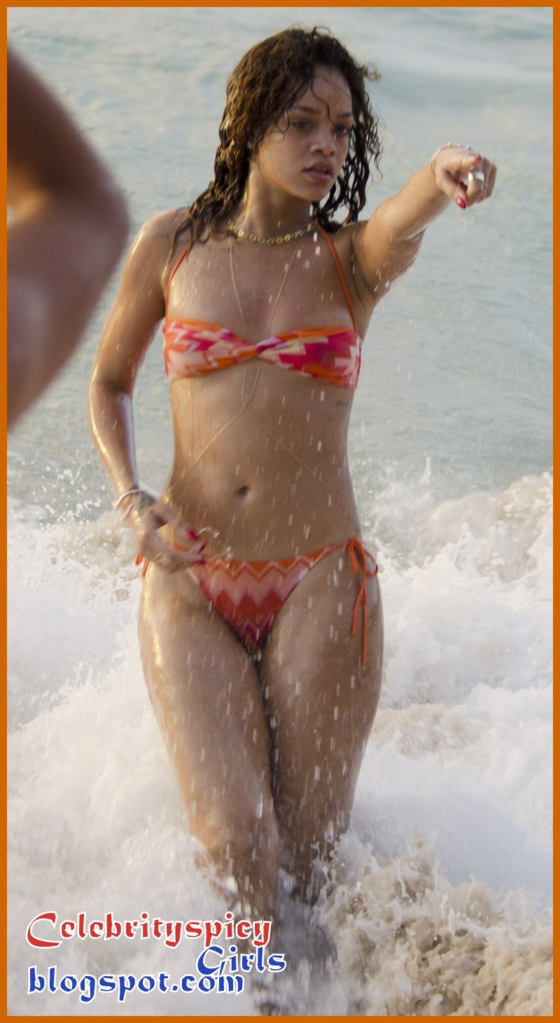 Sexy Singer Rihanna Enjoying Beach in Tiny Bikini Barbados ...