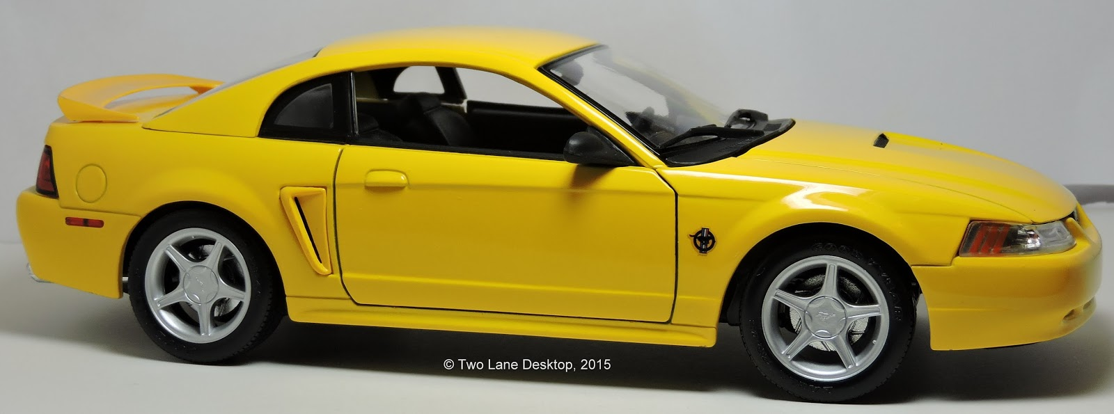 Ford ford mustang 99 : Two Lane Desktop: Maisto 1:18 1999 Ford Mustang GT coupe and 35th ...