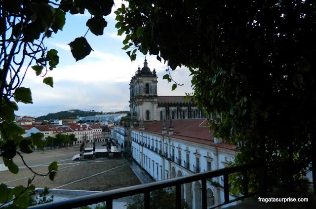O Mosteiro de Alcobaça visto dos jardins do Hotel Solar Cerca do Mosteiro