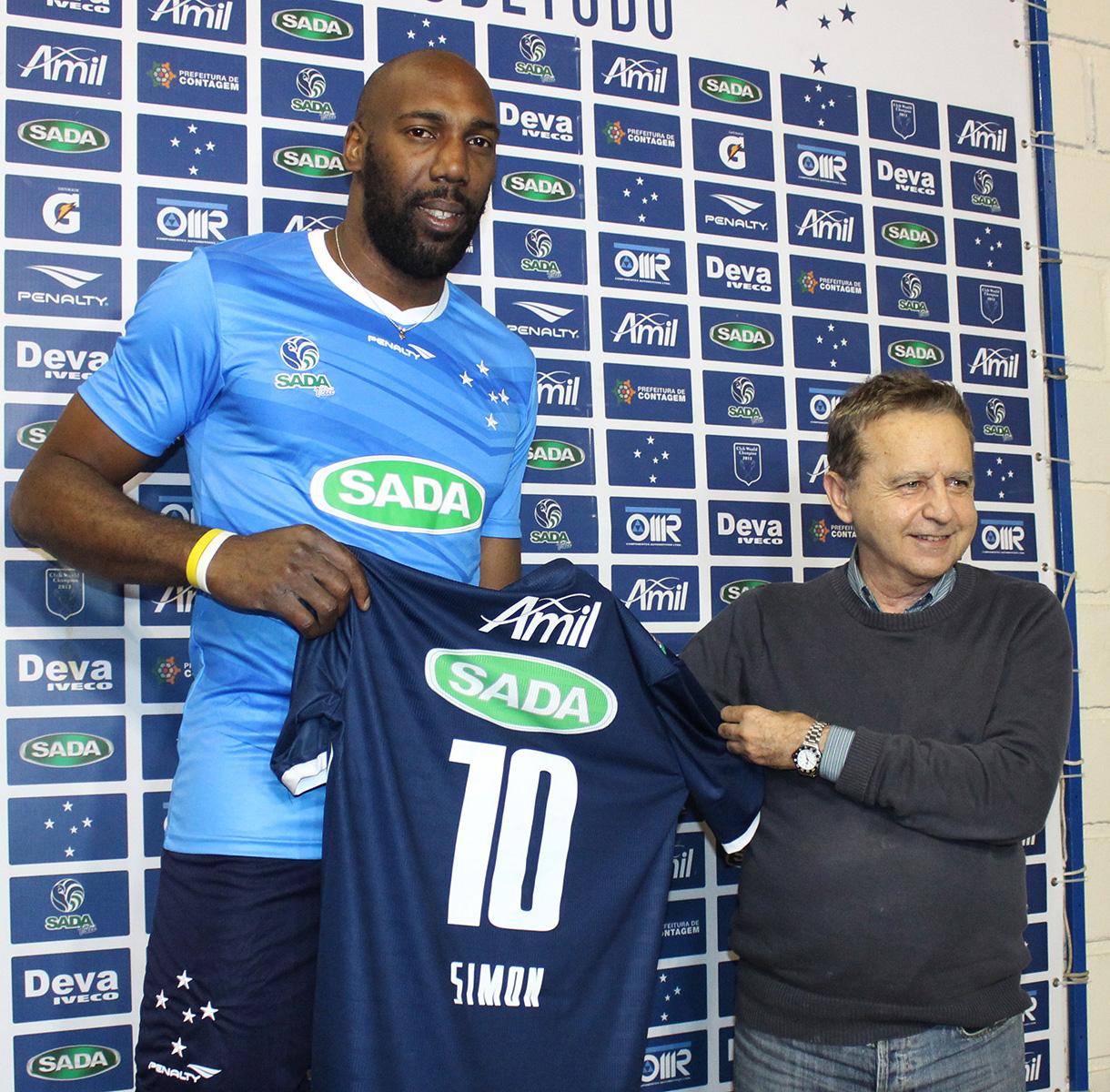 Cubano Simon chega em BH e é apresentado pelo Sada Cruzeiro 10f22f600248a