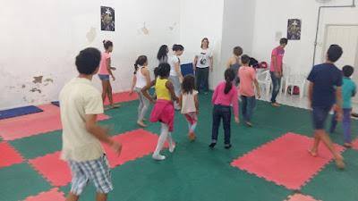 Crianças e jovens em férias participam de atividades no Núcleo de Projetos Sociais de Sete Barras
