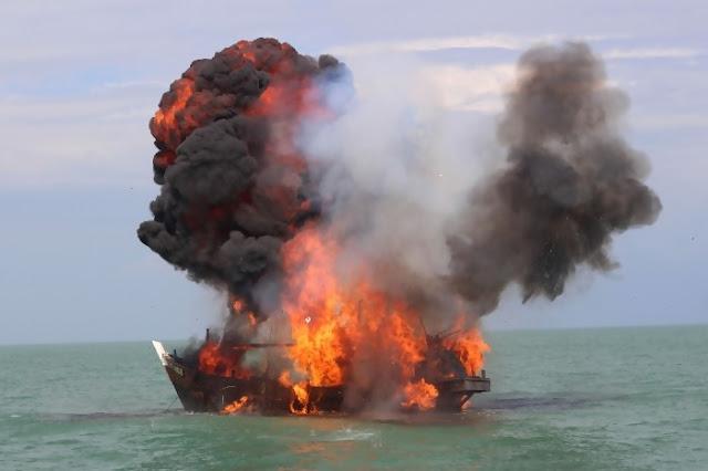 TNI AL dan KKP Tenggelamkan Kapal Ikan Malaysia dan Vietnam