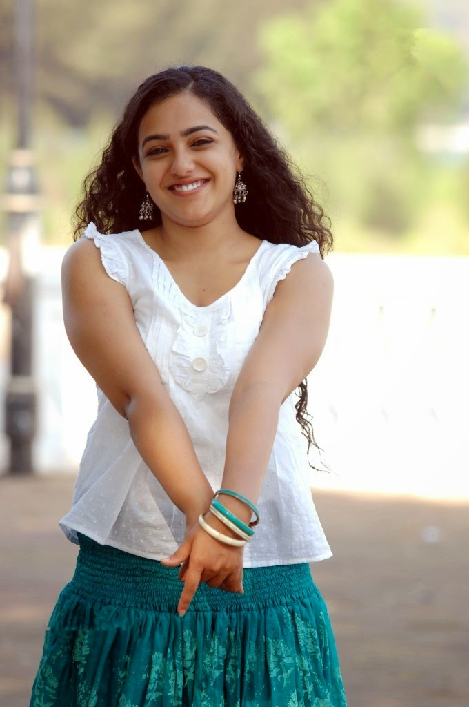 Nithya Mneon hot telugu actress photos