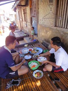 suasana kehangatan makan bersama