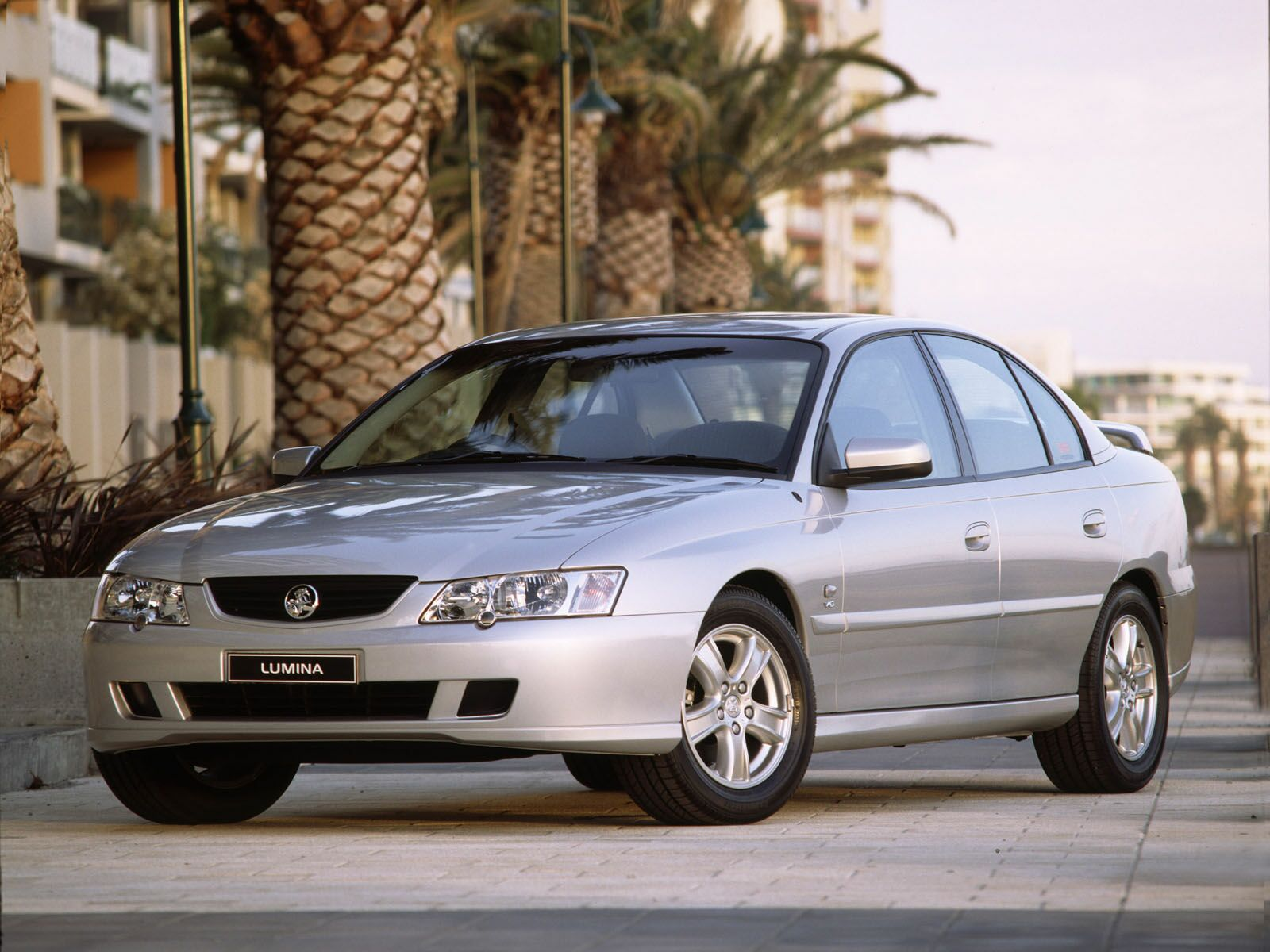 Car Pictures Holden Commodore 2002