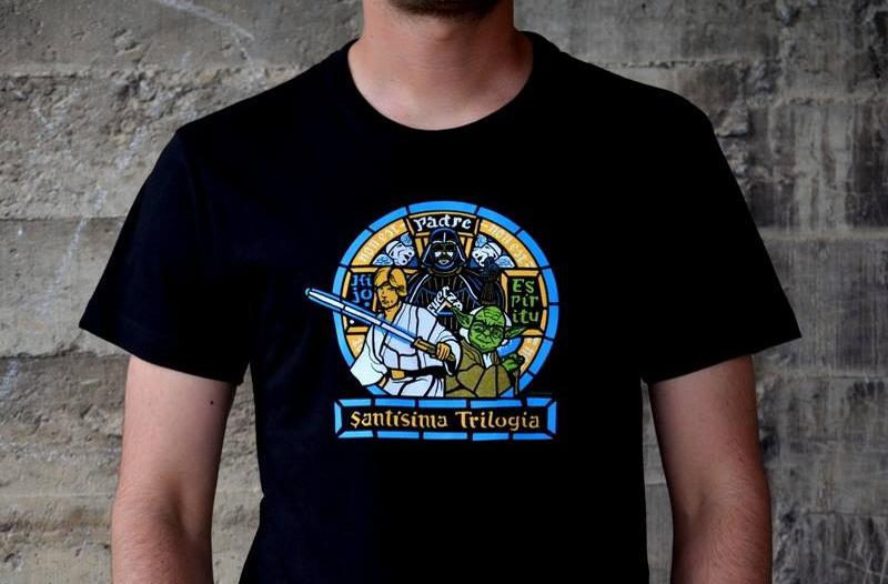 http://svoriginal.com/camisetas/1053-camiseta-santisima-trilogia.html