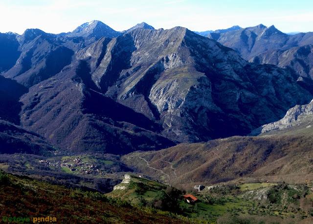 Una mirada a Peña Niajo y el Pico Pozalón.