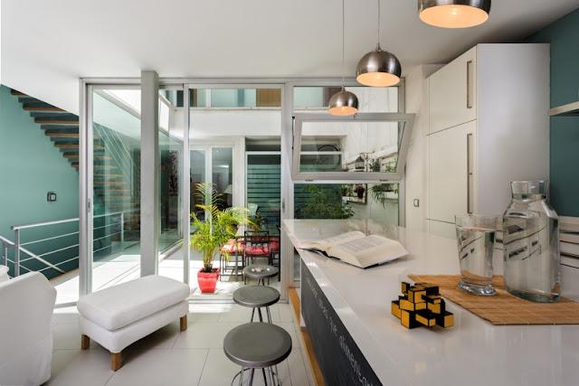 Moderna casa patio en Sevilla chicanddeco