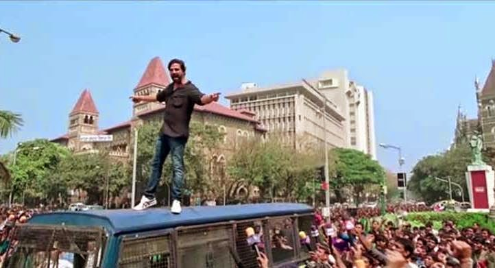Akshay Kumar in Gabbar is Back, climbing on the top of the bus, Directed by Krish