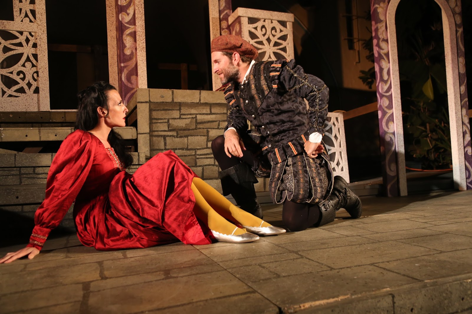 Theater Review Shakespeare By The Sea S The Taming Of