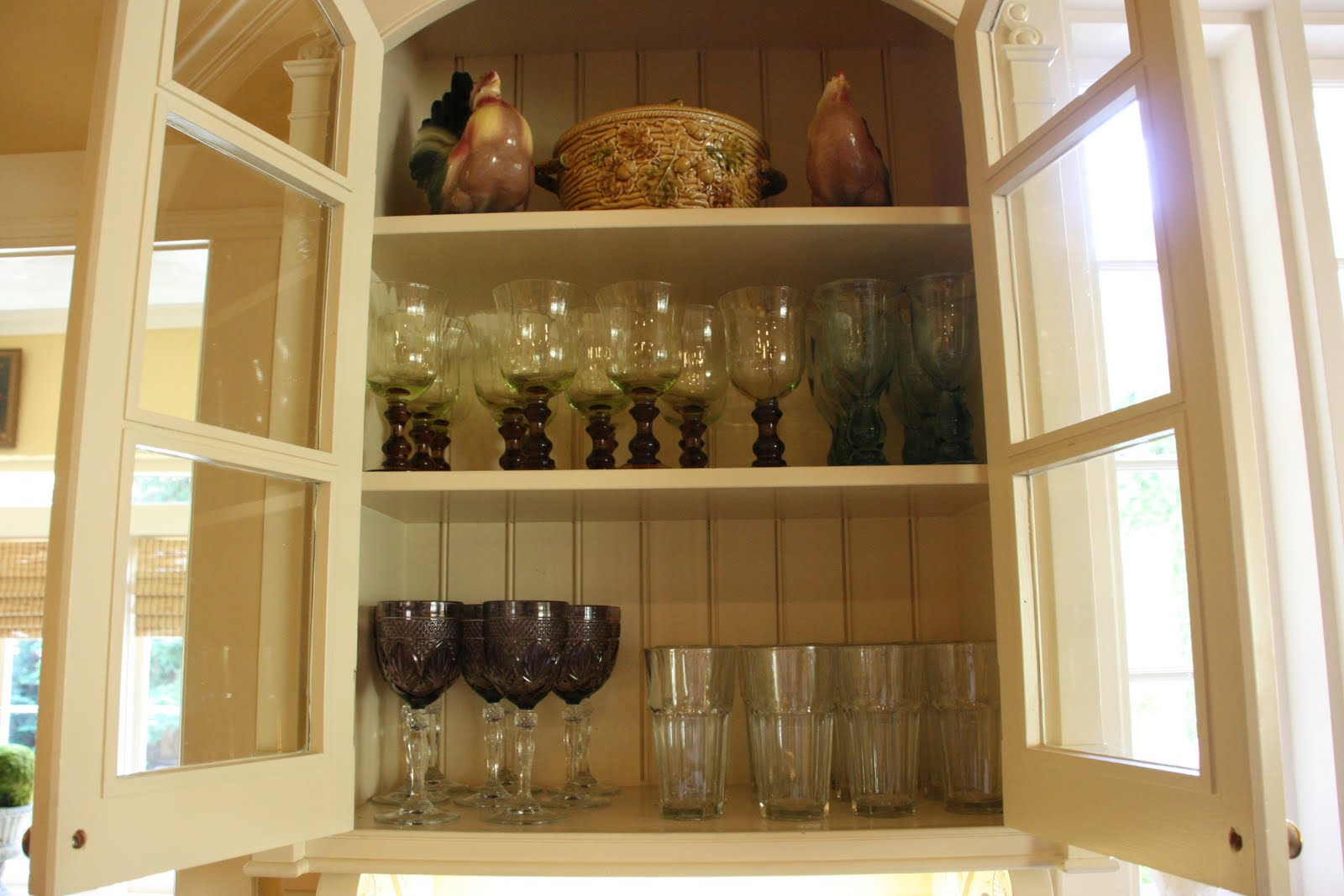 vignette design: Kitchen Cabinets vs. Open Shelves and the