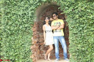 Rukshar Mir romancing Ashish Raj in Aakatayi 04.jpg