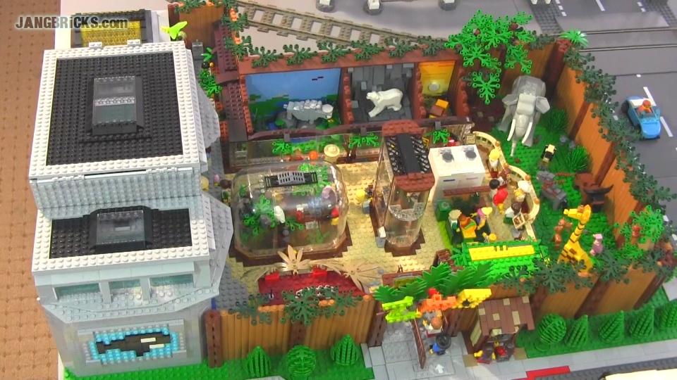 My custom LEGO Zoo & aquarium is complete!