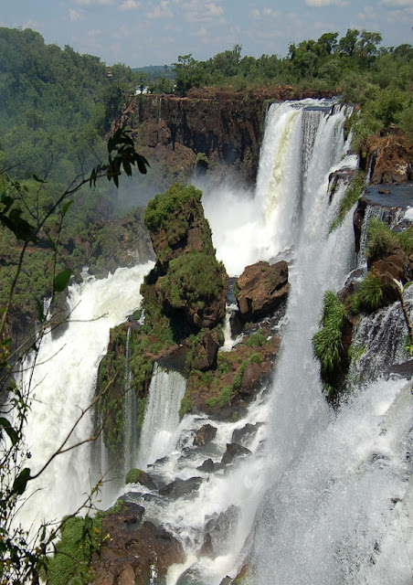 The-Iguazu-Waterfalls-Argentina-Brazil-Border-3