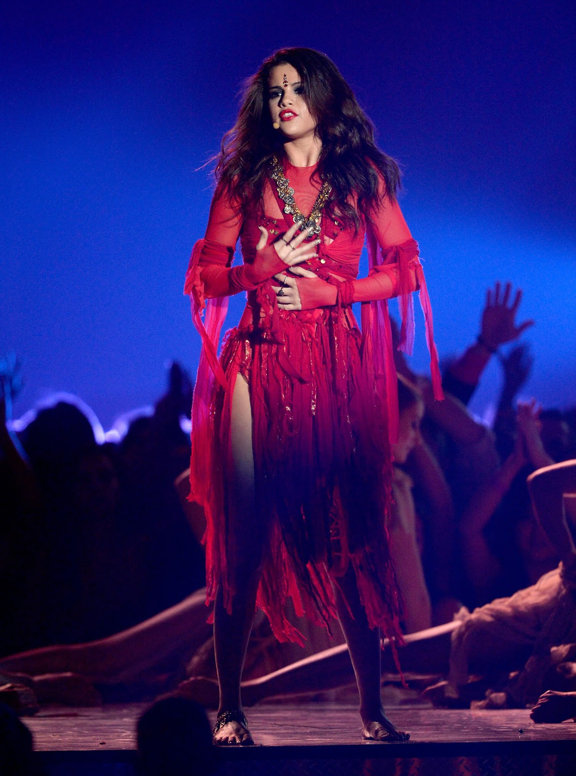 """Selena Gomez Performing """"Come & Get It"""" At The MTV Movie"""