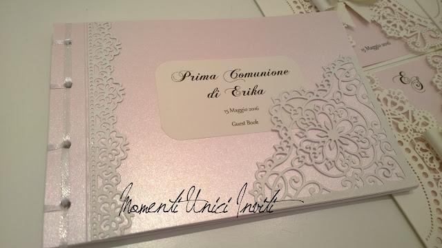 ro3 Gli inviti e il Guest Book in coordinato per la Prima Comunione di ErikaBiglietti d'invito - Prima Comunione Colore Bianco Colore Rosa Guest Book Partecipazioni intagliate Partecipazioni Pizzo pizzo