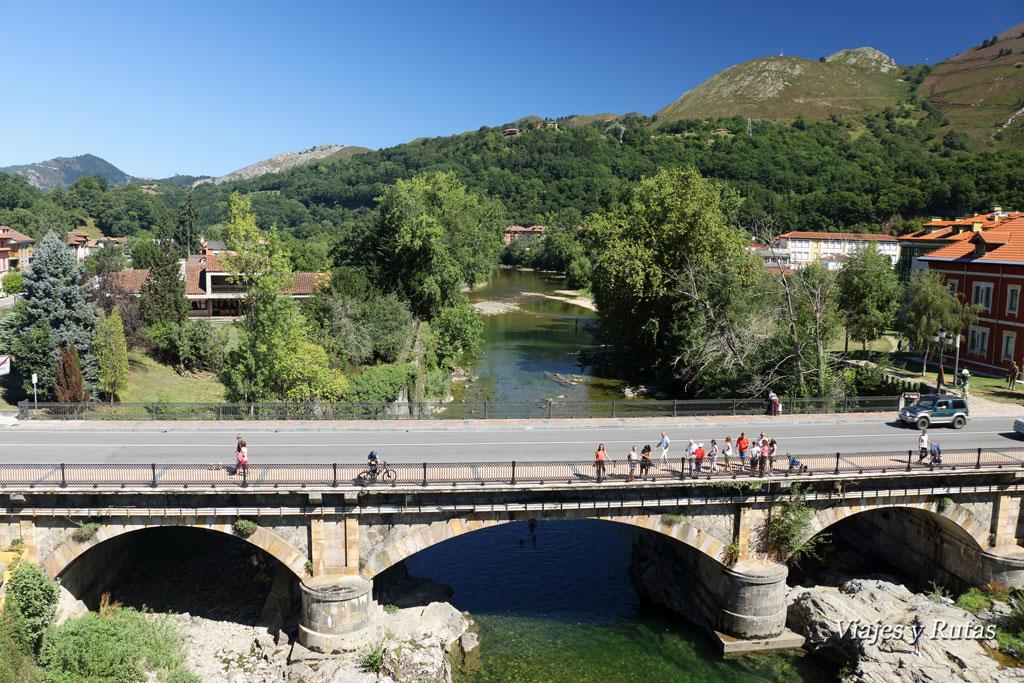 Vistas desde el Puente romano de Cangas de Onís, Río Sella, Asturias