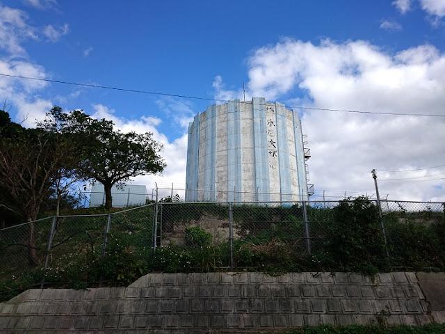 照屋グスクの貯水タンクの写真