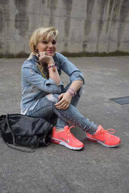 outfit sneakers come indossare le sneakers abbinamenti sneakers sneakers street style sneakers fosforescenti mariafelicia magno fashion blogger colorblock by felym fashion blog italiani fashion blogger italiane blog di moda outfit  maggio 2017