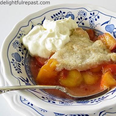Peach Cobbler / www.delightfulrepast.com