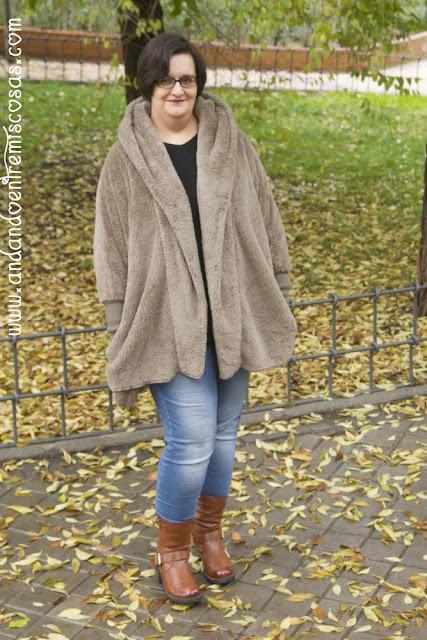 Abrigo gris de pelo con capucha