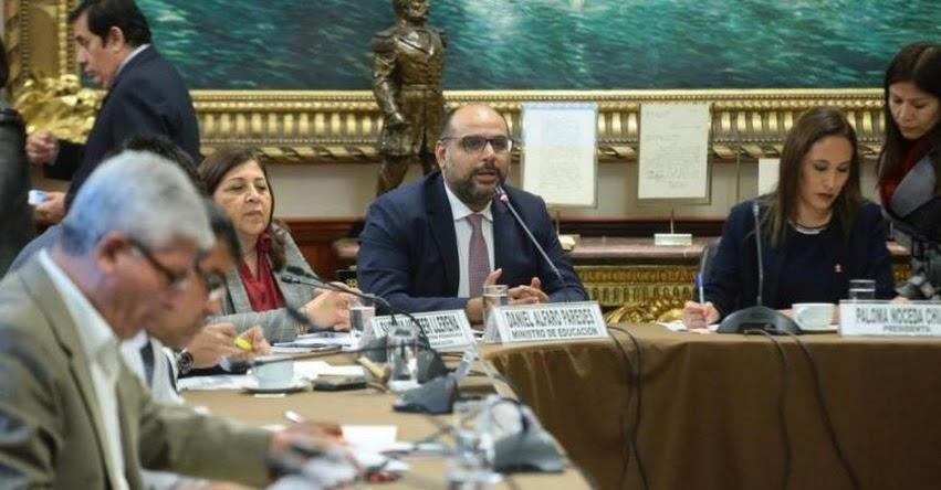 Congreso aumenta presión para intervenir en los contenidos de textos escolares elaborados por el MINEDU