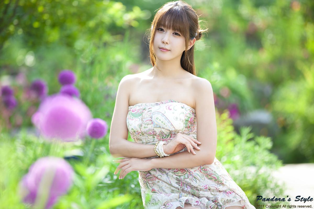xxx nude girls: Heo Yun Mi - Outdoors in a Strapless Dress