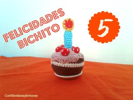 Conhiloslanasybotones - Pastel de cumpleaños amigurumi