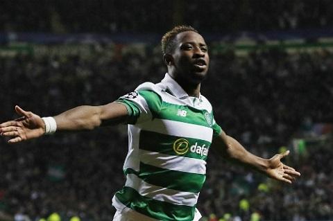 Moussa Dembele ăn mừng bàn thắng trong trận đối đầu với Man City