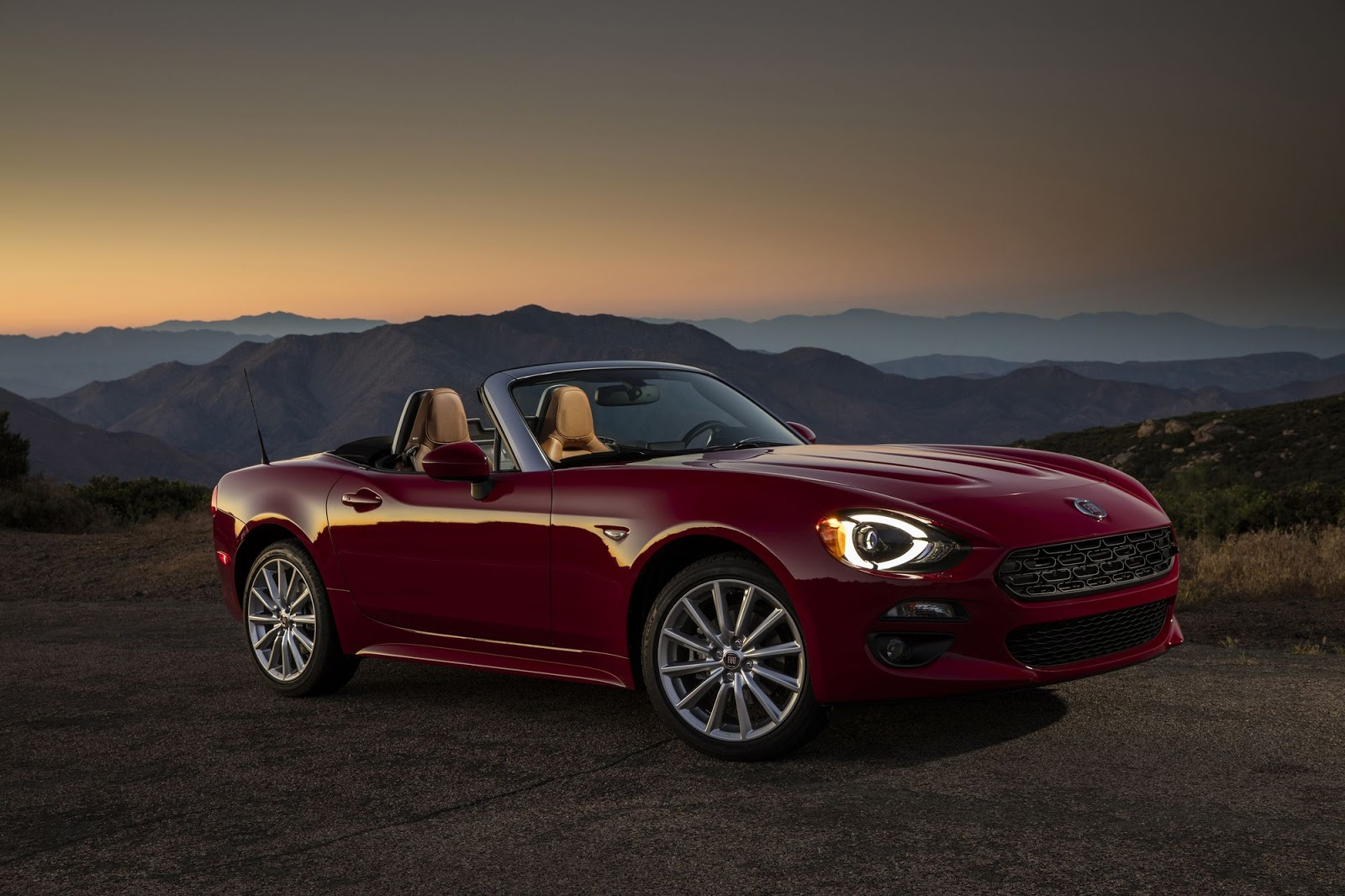 2018 fiat 124 spider receives new colors and trims carscoops. Black Bedroom Furniture Sets. Home Design Ideas