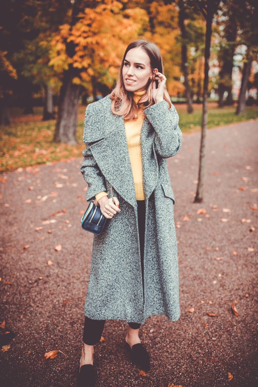 long grey coat minimalist outfit fall