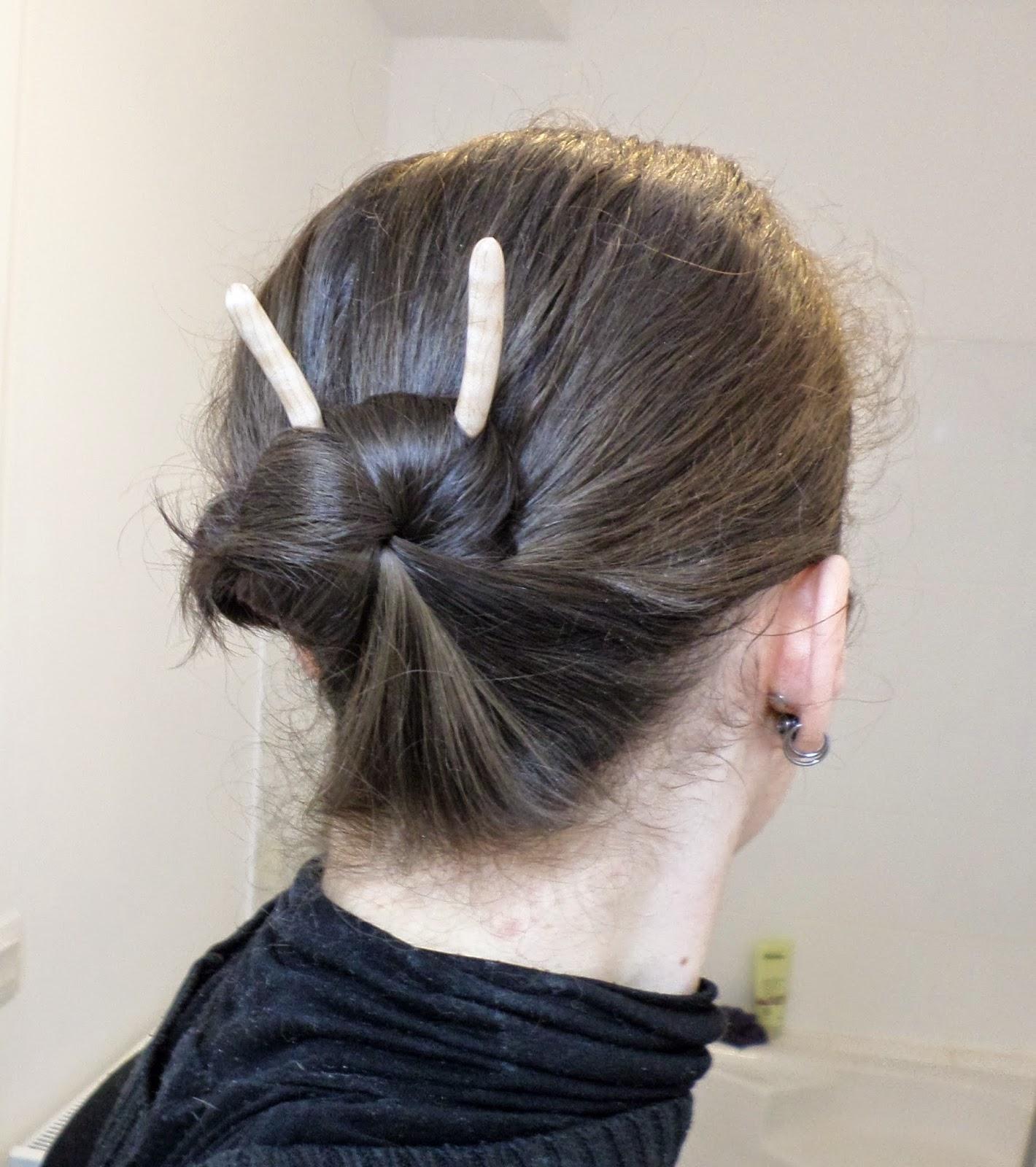 Les Carnets de Tinùviel: Tutoriel Chignon pour cheveux courts