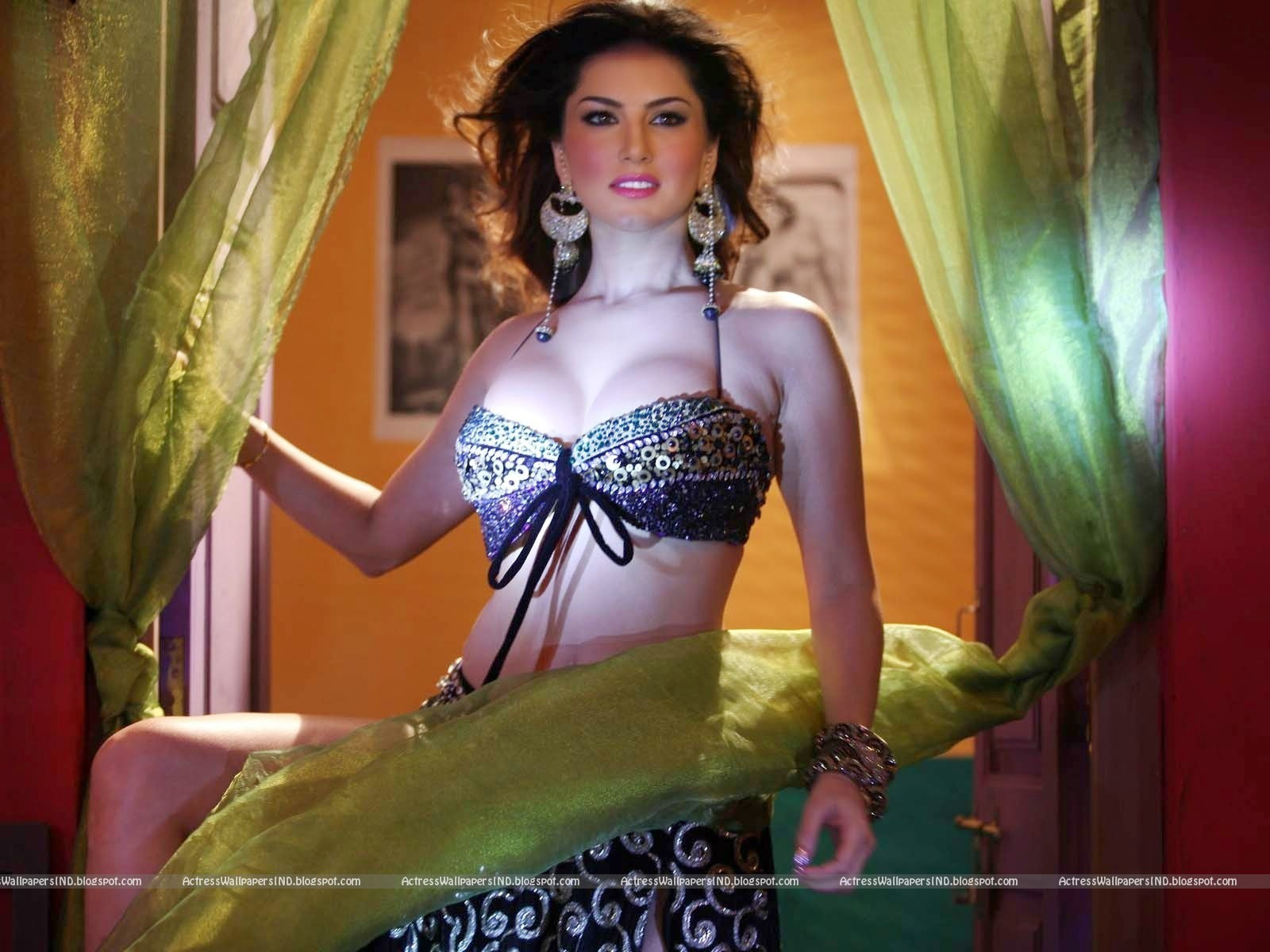Sunny Leone Hot Wallpaper Gallery - A Wind-8082