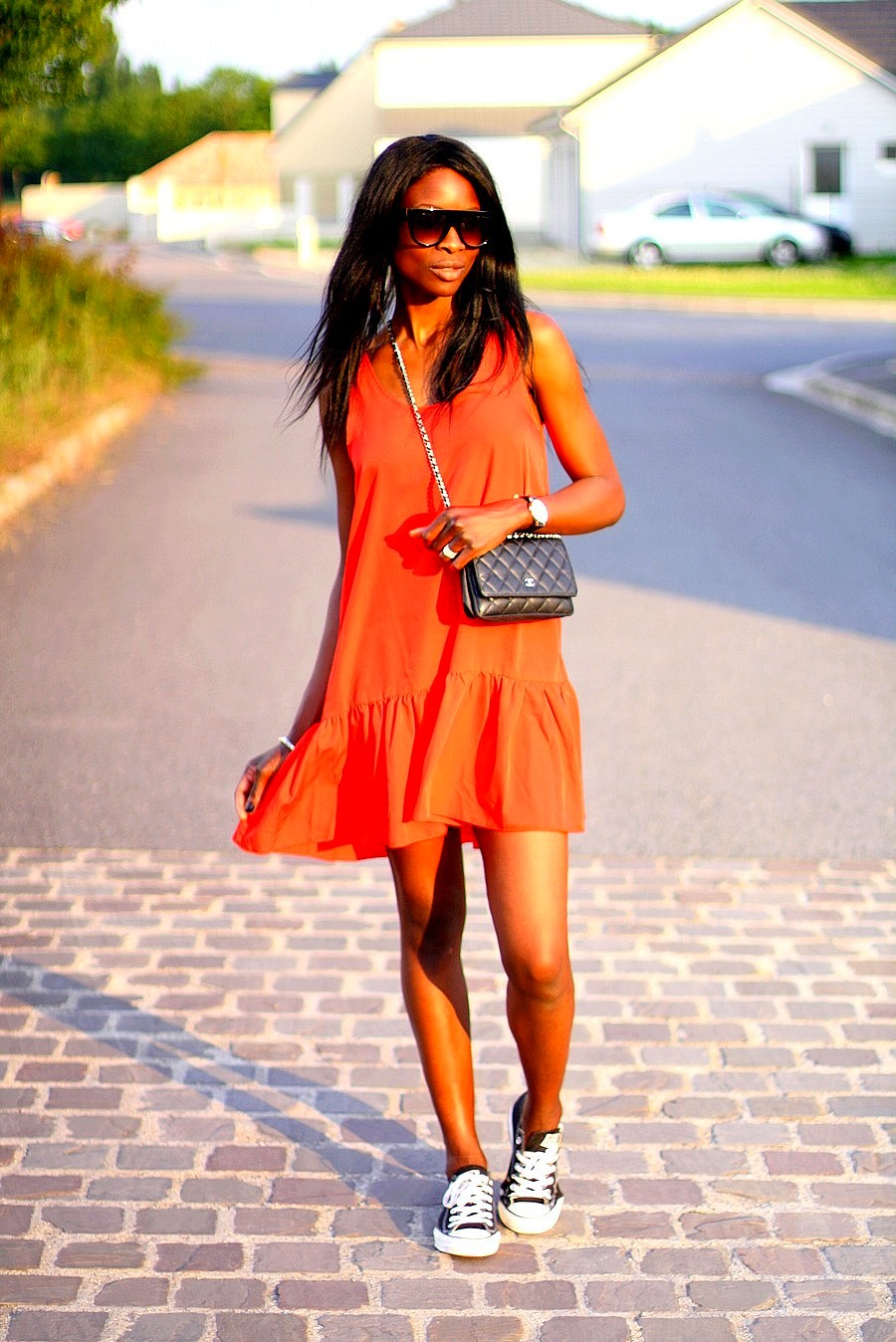 ootd-robe-rouge-mango-chanel-woc-baskets-converse-lunettes-masque-celine