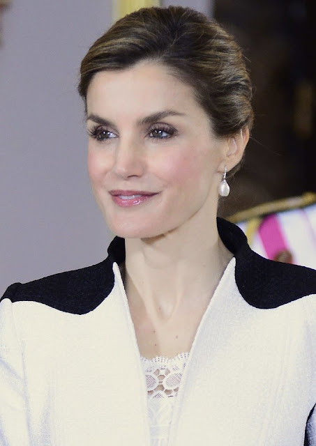 Queen Letizia Style Mango Touch Clutch, wore Prada Pointy Toe Pump, wore Lace tops