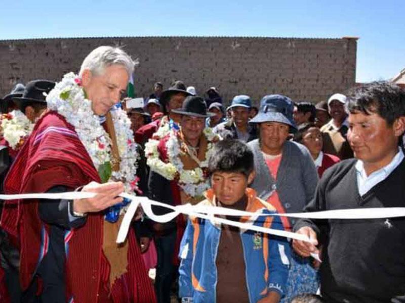 Soberanía económica de Bolivia garantiza obras sociales