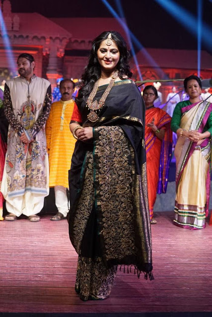 Anushka Shetty Black Embroidered Silk Saree at An Ode to Weaves and Weavers Fashion Show