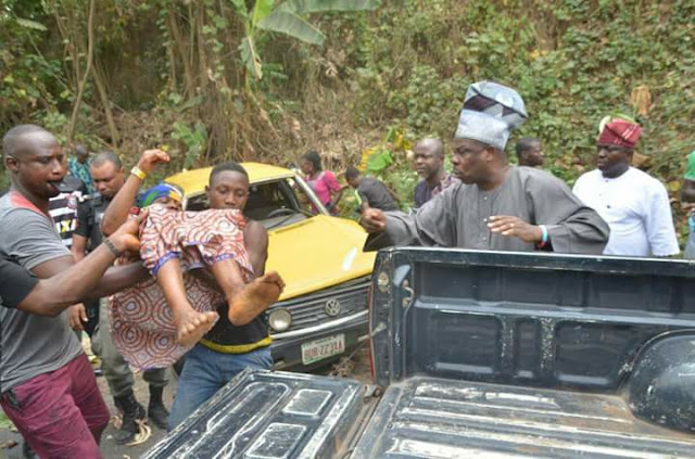 Amosun Rescue Accident Victims on Akure-Ondo Road