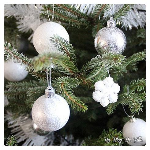 http://unblogdefille.blogspot.fr/2015/12/decoration-sapin-de-noel-givre-blanc-et.html