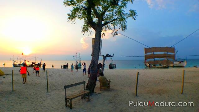 Sunset di Pulau Gili Labak - Kabupaten Sumenep - Madura
