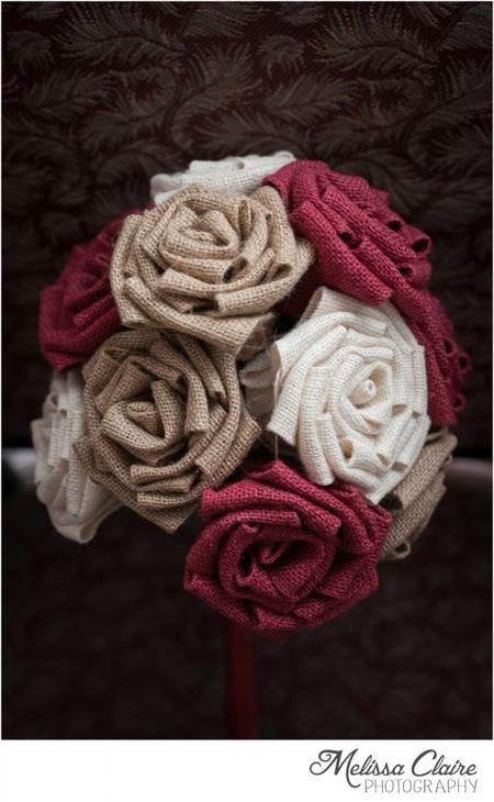 buquê com rosas de tecido simples